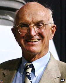 Murray shared the Nobel Prize in Physiology or Medicine in 1990 with Dr. E. Donnall Thomas, who won for his work in bone marrow transplants.